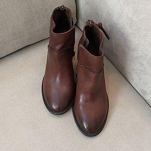 Tesori Kinsley brown leather  bootie Sz 5